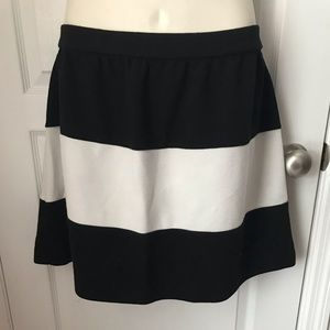 Elle Black & White A-line Skirt XL